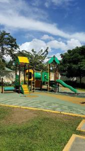 Chateau Elysee Condo Unit - Vendome, Apartmanok  Manila - big - 76