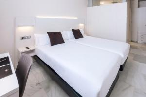 Double or Twin Room Single Use