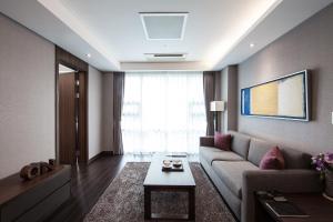 Super Deluxe One Bedroom Apartment