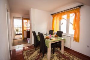 Apartment Red House, Apartments  Visoko - big - 4