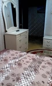 Apartment 16 Mikrorayon 42, Ferienwohnungen  Shymkent - big - 4