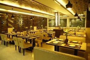 The Majestic Suites, Отели  Калькутта - big - 29