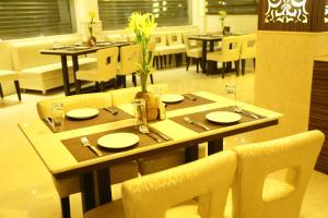 The Majestic Suites, Отели  Калькутта - big - 46