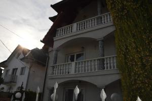 Kristály Apartman, Bed and Breakfasts  Hévíz - big - 131