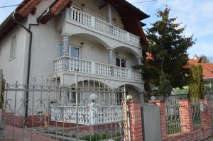 Kristály Apartman, Bed & Breakfast  Hévíz - big - 9