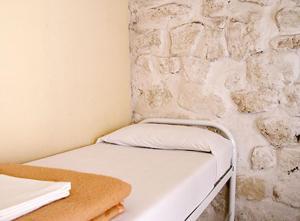 ドミトリールーム 男女共用 ベッド計10台のベッド1台