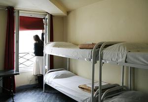 ドミトリールーム 女性用 ベッド計6台のベッド1台