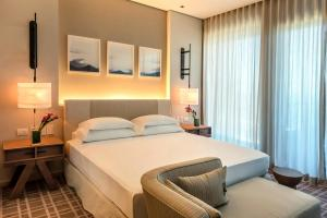 Grand Ada King Room