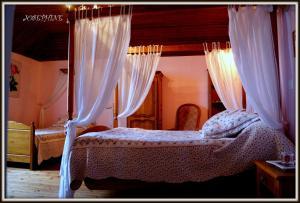 La Villa Bleue de Mauleon, Bed and Breakfasts  Mauléon - big - 50