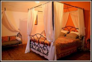 La Villa Bleue de Mauleon, Bed and breakfasts  Mauléon - big - 48
