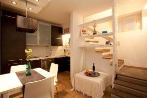 Colosseum Secret Apartment - abcRoma.com