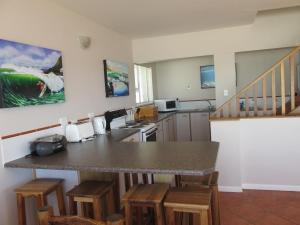 Point Village Accommodation - Laurie's House, Dovolenkové domy  Mossel Bay - big - 4