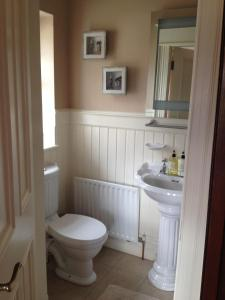 Riverside Lodge B&B, Bed and Breakfasts  Carlingford - big - 43