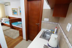 Apartments and Rooms Villa Gaga 2, Bed & Breakfast  Budua - big - 81