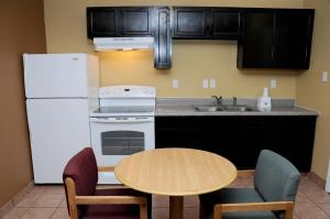 Americas Best Value Inn and Suites Denton, Motels  Denton - big - 7