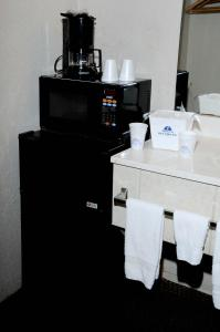 Americas Best Value Inn and Suites Denton, Motels  Denton - big - 8