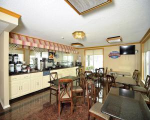 Baymont Inn & Suites Sandusky, Hotels  Sandusky - big - 16