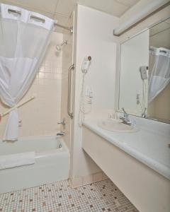 Baymont Inn & Suites Sandusky, Hotels  Sandusky - big - 25