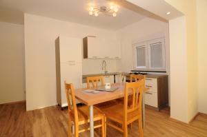 Apartments Katica 3465, Apartmanok  Makarska - big - 3