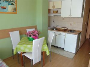 Apartments Diana 3464, Appartamenti  Makarska - big - 8
