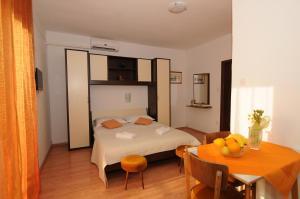 Apartments Katica 3465, Apartmanok  Makarska - big - 9