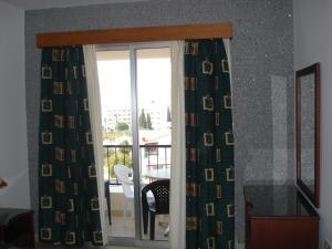 Petsas Apartments, Aparthotels  Coral Bay - big - 40