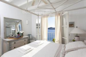 Boundless Blue Villas, Villas  Platis Yialos Mykonos - big - 57