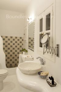 Boundless Blue Villas, Villas  Platis Yialos Mykonos - big - 65