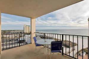 One-Bedroom Apartment 806 with Sea View