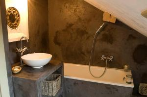 La Cour Pavee, Bed & Breakfast  Genolier - big - 23