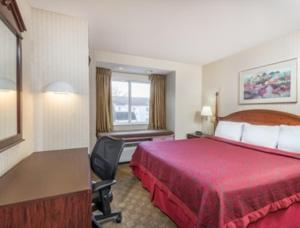 King Suite with Kitchenette- Non-Smoking