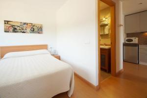 Aparthotel Arenal, Residence  Pals - big - 11