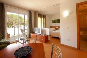 Aparthotel Arenal, Residence  Pals - big - 28