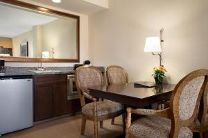 Embassy Suites La Quinta Hotel & Spa, Hotels  La Quinta - big - 11