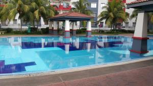 Vista Pinggiran Apartment