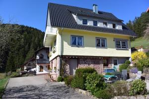 Ferienhaus Günter, Appartamenti  Baiersbronn - big - 1