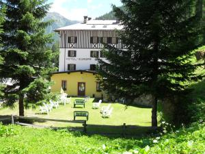 Hotel Europa, Отели  Peio Fonti - big - 33