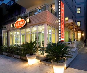Hotel La Fenice 3 étoiles avec bar et climatisation à Cattolica