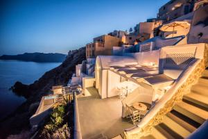 Virginia's Cave Villas (Oia)