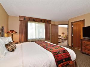 King Suite with Fireplace - Non smoking