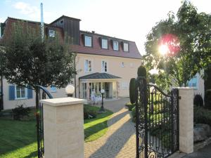 Hotel Villa Seeschau - Adults only, Hotely  Meersburg - big - 53