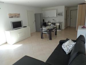 Villa Angelina Jardin, Апартаменты  Гримо - big - 30