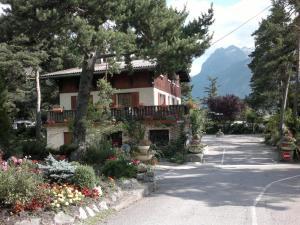 Camping La Cascade, Alpesi faházak  Le Bourg-d'Oisans - big - 21