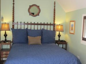Standard Cottage with Queen Bed
