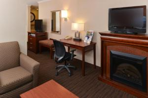 King Suite with Spa Bath - Non-Smoking - No Pets