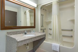 Quality Inn Commerce, Hotely  Commerce - big - 4