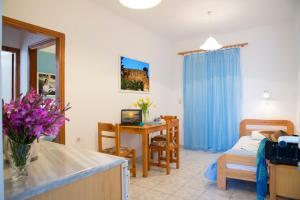 Yiannis Yard studios & apartments