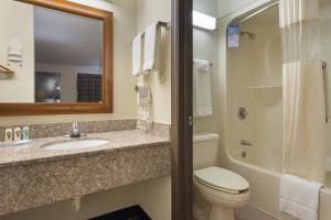 Quality Inn Commerce, Hotely  Commerce - big - 29