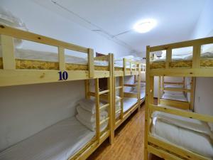 Einzelbett im 10-Betten-Schlafsaal (Frauen)