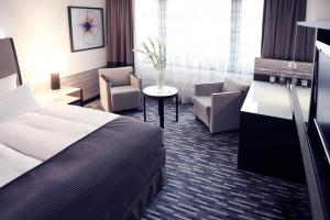Deluxe Double or Twin Room-Includes Public Transit Ticket